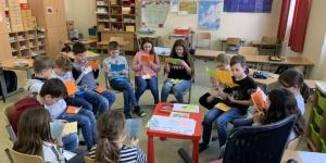 Walter Thorwartl und die Kinder der 4.a Klasse